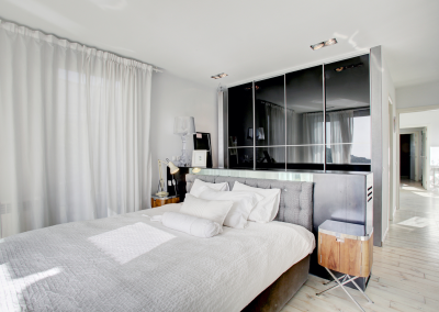 Masterbedroom+facing+bed