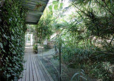 OUtside+walkway+with+plants
