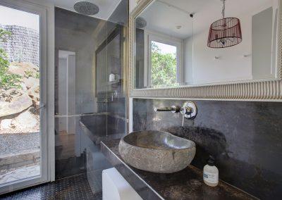 Snug+bathcroom